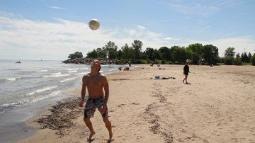 Absolutely The Best Beach In Toronto: Scarborough Bluffs
